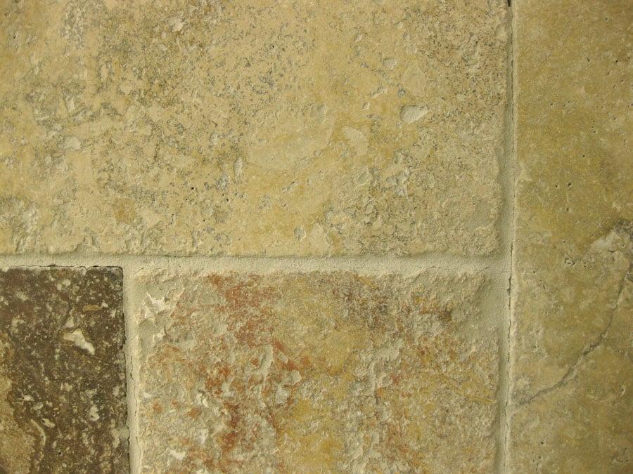 אבן טבעית דגם טרוורטין צהוב