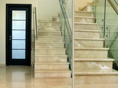 מדרגות פנים שיש לקסוס