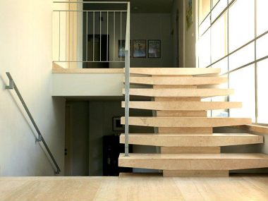 מדרגות פנים טרוורטין