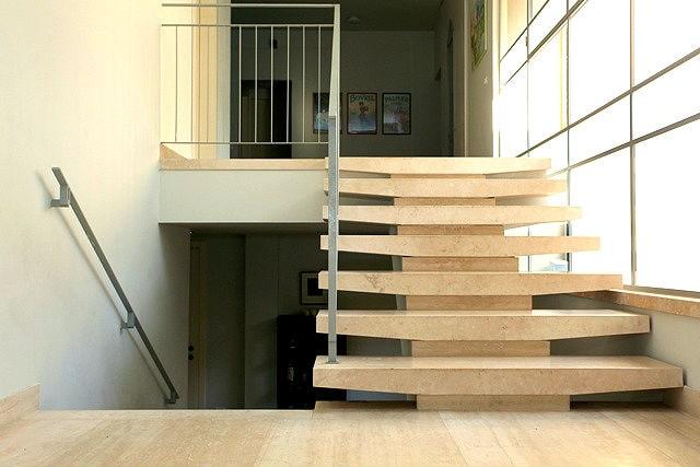מדרגות לבית דגם טרוורטין
