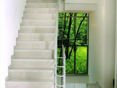 מדרגות פנים סי גריי