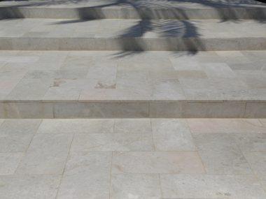 מדרגות אבן דליקטו לחוץ