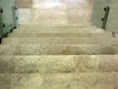 מדרגות סקיי גריי