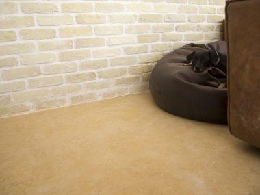 חלילה חיפוי קיר בריקים בסלון